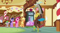 Spike and Twilight sees Pinkie and AJ laughing at Discord's little performance S5E22