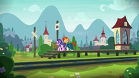 Starlight and Sunburst on Sire's Hollow station platform S8E8
