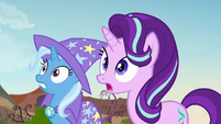Starlight and Trixie see Pharynx fighting the maulwurf S7E17