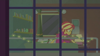 Sunset Shimmer turning off her lamp EGFF