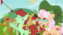 The Apples cheering 2 S3E08