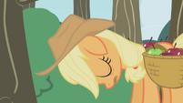 Applejack sleepy and ashamed S1E04