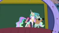 Celestia observing the Method Mares S8E7