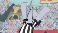 Lucky Clover blowing the whistle S9E6