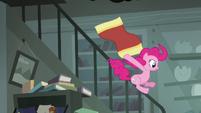 Pinkie sliding down railing S4E04