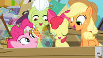 Pinkie with an apple in water S4E09