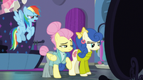 Rainbow Dash trying to talk to Fluttershy S8E4