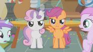 S01E12 Sweetie i Scootalo stają obronie Apple Bloom