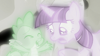 Spike tells Twilight Sparkle to snap out of it S7E1
