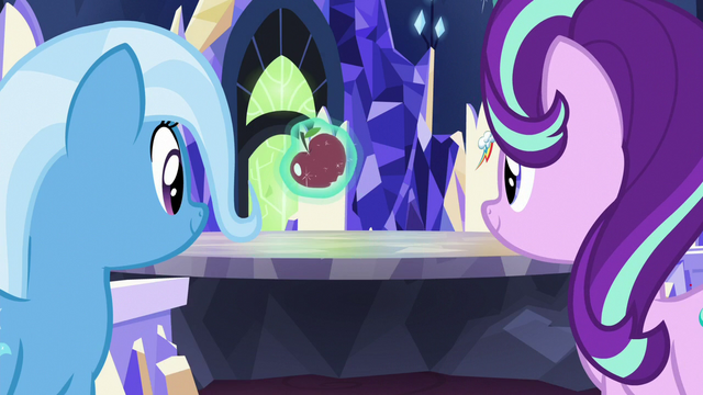 File:Starlight Glimmer levitating an apple S7E2.png