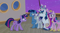Twilight Sparkle snarling at her family S7E22
