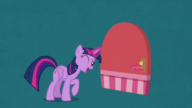 File:Twilight Sparkle unlocking a door S7E2.png
