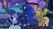 Twilight and Applejack pointing S2E04
