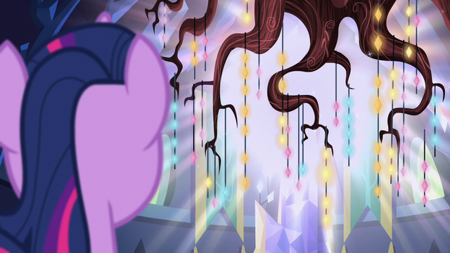 File:Twilight looking at the chandelier S5E3.png