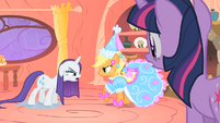 Applejack and Rarity daring back and forth S1E08