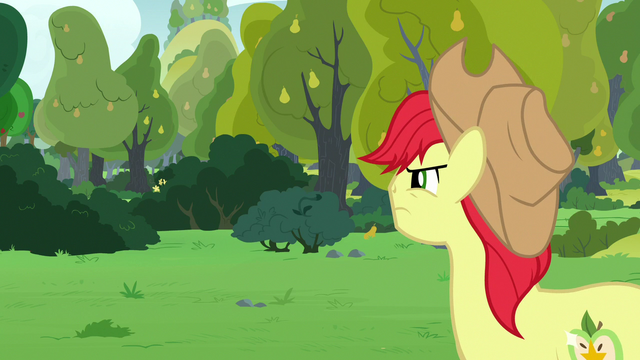File:Bright Mac looking toward the bushes S7E13.png