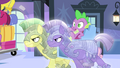 Crystal royal guards cart Spike away S4E24.png