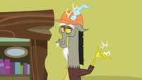 Discord snaps his claws at the wall S7E12