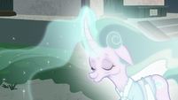 Mistmane's beauty magically vanishing S7E16