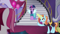 Sassy points at Twilight S5E14.png