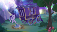 Starlight worrying about the fireworks' noise S6E25