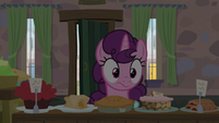 Sugar Belle notices the lights in her house turn off S7E8