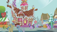 Twilight heads to Sugarcube Corner S1E10