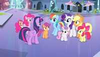Twilight talking to her friends S4E24