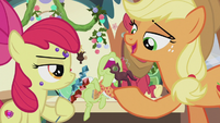 Applejack about to tell a story S5E20