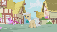 Berryshine running by the mayor S1E04