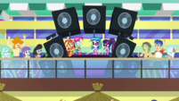 DJ Pon-3 playing party music EGDS41