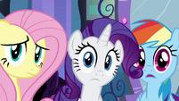 Fluttershy, Rarity e Rainbow Dash escutando EG