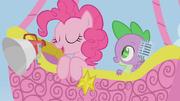 S01E13 Pinkie mówi do megafonu