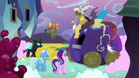 Starlight Glimmer explains the situation to Discord S6E25