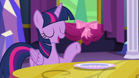 Twilight --we very carefully set the table-- S06E06