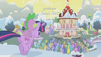 Twilight runs for the crowd S1E11