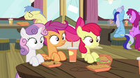 CMC sees Twilight eating S4E15
