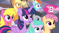 Crowd notices Fluttershy S4E14