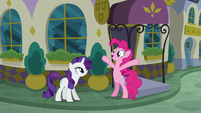 Pinkie Pie -the food here must be amazing!- S6E12