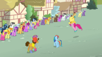 Pinkie Pie and Cheese about to goof off S4E12