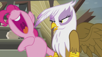 Pinkie about to sing S5E8