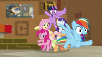 Rainbow Dash speeds toward the door S7E2