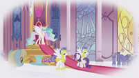 Rarity at Celestia's throne room S1E3