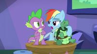 S05E05 Rainbow, Tank i Spike