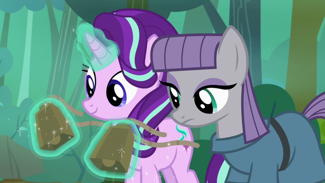 File:Starlight removing her and Maud's cowbells S7E4.png