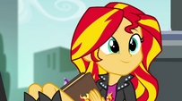 Sunset hears Rainbow Dash EG2