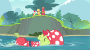 The Apple siblings see Granny Smith swimming S4E20