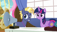 Twilight and Star Tracker look at the Bingo players S7E22