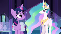 Twilight escutando a Princesa Celestia EG
