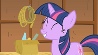Twilight giggly S01E18